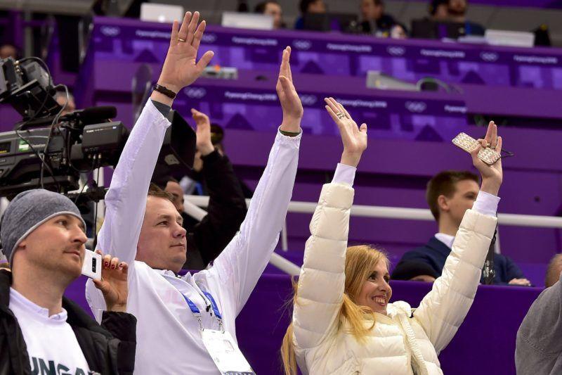Kangnung, 2018. február 22. Kulcsár Krisztián, a Magyar Olimpiai Bizottság (MOB) elnöke (k) és Szabó Tünde sportért felelõs államtitkár örül az 5000 méteres férfi váltó rövidpályás gyorskorcsolyaverseny magyar aranyérmének a phjongcshangi téli olimpia eredményhirdetésén a Kangnung Jégcsarnokban 2018. február 22-én.Ez Magyarország történetének elsõ téli olimpiai elsõsége, és 1980 óta az elsõ dobogós helyezése. MTI Fotó: Czeglédi Zsolt
