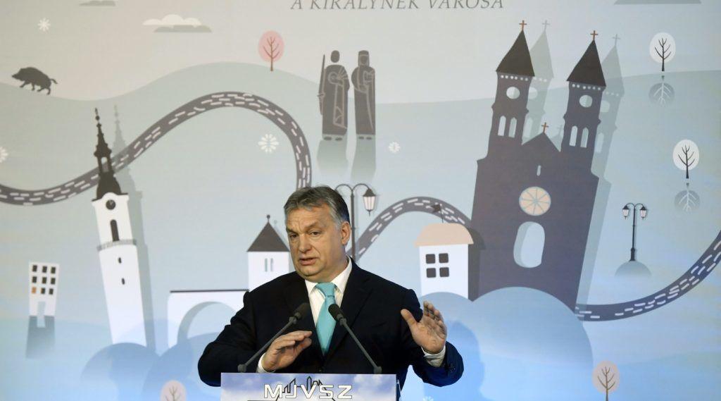 Veszprém, 2018. február 8. Orbán Viktor miniszterelnök beszédet mond a Megyei Jogú Városok Szövetségének 51. közgyûlésén a veszprémi polgármesteri hivatalban 2018. február 8-án. MTI Fotó: Koszticsák Szilárd