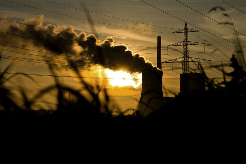 The sun rising behind the Mehrum coal-fired power plant in Hohenhameln, Germany, 27 October 2014. Climate-damaging coal power accounts for about 45 percent of the German energy mix. Photo:JULIANSTRATENSCHULTE/dpa