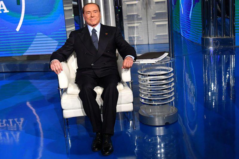 "Italian former Prime Minister and leader of center-right party Forza Italia (Go Italy), Silvio Berlusconi poses on the set of the broadcast ""Porta a Porta"", a programme of Italian channel Rai 1, on January 11, 2018 in Rome. / AFP PHOTO / Alberto PIZZOLI"