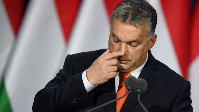Hungarian Prime Minister and Chairman of FIDESZ party Viktor Orban delivers his state of the nation address in front of his party members and sypathizers at Varkert Bazar cultural center of Budapest on February 18, 2018. / AFP PHOTO / ATTILA KISBENEDEK