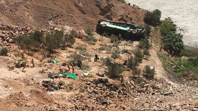 A bus is seen after run off the road and plunged into a ravine on the Panamerican road in southern Peru on February 21, 2018, killing 35 people.    At least 20 other passengers were injured when the bus left the Pan-American highway and tumbled 80 meters (260 feet) down a jagged slope in the southern region of Arequipa. The accident happened around 1.30 am (0630 GMT), Andina agency said.  / AFP PHOTO / STRINGER