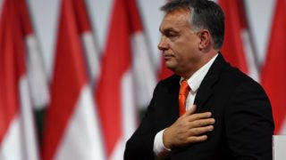Reelected chairman of the governing FIDESZ party, Hungarian Prime Minister Viktor Orban, reacts on the podium during the party congress at the Hungexpo fair center in Budapest on November 12, 2017. / AFP PHOTO / ATTILA KISBENEDEK