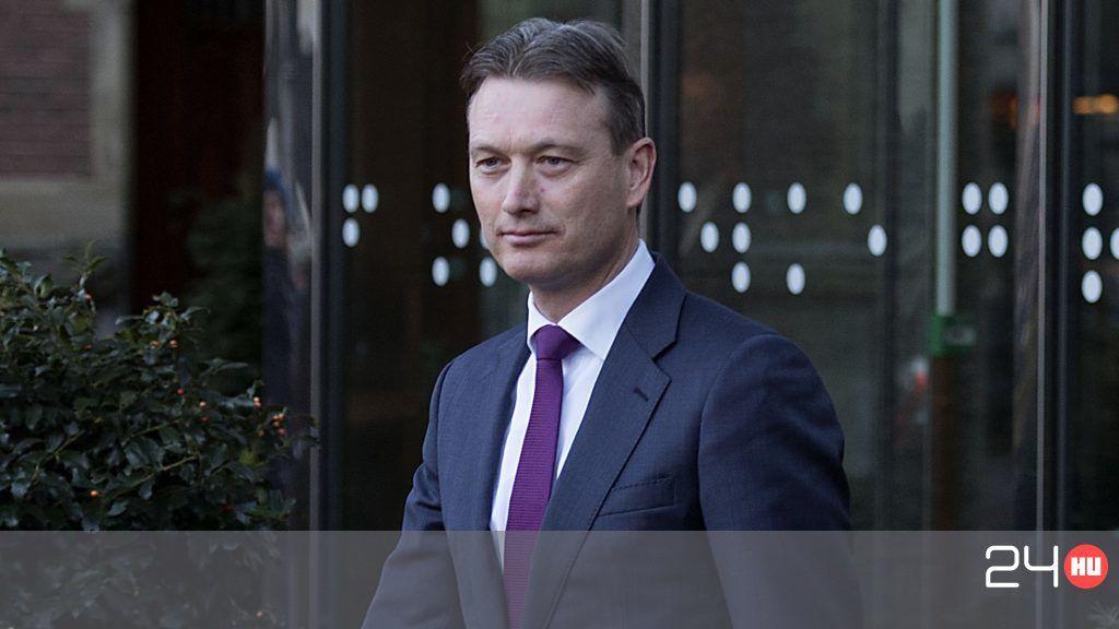 Lemondott a holland külügyminiszter, mert hazudott