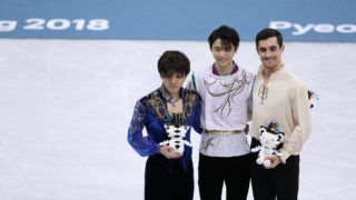 Gold medalist Yuzuru Hanyu of Japan (C), silver medalist Shoma Uno of Japan (L) and bronze medalist Javier Fernandez of Spain pose for group photos after the men's single skating free skating of figure skating at the 2018 PyeongChang Winter Olympic Games, in Gangneung Ice Arena, South Korea, on Feb. 17, 2018. Yuzuru Hanyu won the gold medal in the men's single skating event with 317.85 points in total. (/Han Yan)