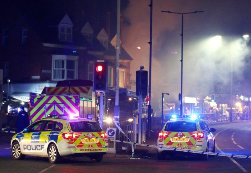 Leicester, 2018. február 26. Rendõrautók a közép-angliai Leicesterben történt robbanás helyszínén 2018. február 25-én. Helyszíni beszámolók szerint egy vegyesbolt kigyulladt és teljesen összeomlott. A helyszínrõl négy sérültet vittek kórházba, a rendõrség szerint nincsenek terrorcselekményre utaló jelek. (MTI/EPA/Tim Keeton)