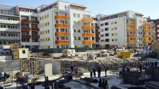 Budapest, 2017. március 29.Építkezés a XIII. kerület Reitter Ferenc utca és Szegedi út kereszteződésében. Az épített lakások száma Budapesten 21,9 százalékkal nőtt, az év első kilenc hónapjával összevetve. A kiadott új építési engedélyek és bejelentések alapján 90 százalékkal több, összesen 9172 lakóépület építését tervezik.MTVA/Bizományosi: Balaton József ***************************Kedves Felhasználó!Ez a fotó nem a Duna Médiaszolgáltató Zrt./MTI által készített és kiadott fényképfelvétel, így harmadik személy által támasztott bárminemű – különösen szerzői jogi, szomszédos jogi és személyiségi jogi – igényért a fotó készítője közvetlenül maga áll helyt, az MTVA felelőssége e körben kizárt.