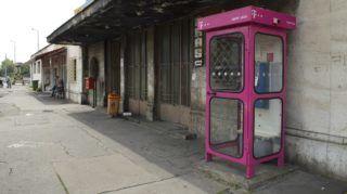 Budapest, 2016. szeptember 4. Nyilvános telefonfülke a Kõbánya alsó vasúti megállóhely épülete elõtt. MTVA/Bizományosi: Róka László  *************************** Kedves Felhasználó! Ez a fotó nem a Duna Médiaszolgáltató Zrt./MTI által készített és kiadott fényképfelvétel, így harmadik személy által támasztott bárminemû – különösen szerzõi jogi, szomszédos jogi és személyiségi jogi – igényért a fotó készítõje közvetlenül maga áll helyt, az MTVA felelõssége e körben kizárt.