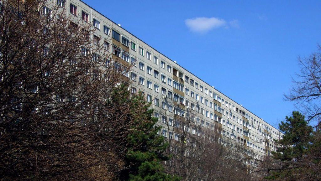 Budapest, 2017. március 13. Vasbeton panelekbõl az 1970-es években emelt soklakásos lakóépület a fõváros III. kerületében, a Harrer Pál utcában. MTVA/Bizományosi: Jászai Csaba  *************************** Kedves Felhasználó! Ez a fotó nem a Duna Médiaszolgáltató Zrt./MTI által készített és kiadott fényképfelvétel, így harmadik személy által támasztott bárminemû – különösen szerzõi jogi, szomszédos jogi és személyiségi jogi – igényért a fotó készítõje közvetlenül maga áll helyt, az MTVA felelõssége e körben kizárt.