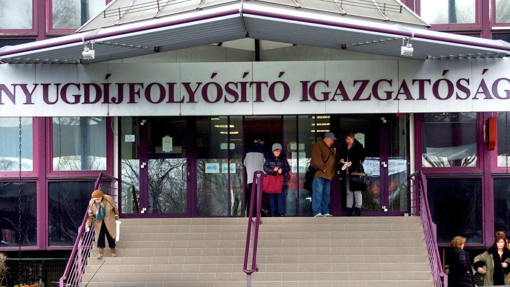 Budapest, 2018. január 20.A Nyugdíjfolyósító Igazgatóság épületének főbejárata a főváros XIII. kerületében, a Váci út 73-ban.MTVA/Bizományosi: Jászai Csaba ***************************Kedves Felhasználó!Ez a fotó nem a Duna Médiaszolgáltató Zrt./MTI által készített és kiadott fényképfelvétel, így harmadik személy által támasztott bárminemű – különösen szerzői jogi, szomszédos jogi és személyiségi jogi – igényért a fotó készítője közvetlenül maga áll helyt, az MTVA felelőssége e körben kizárt.