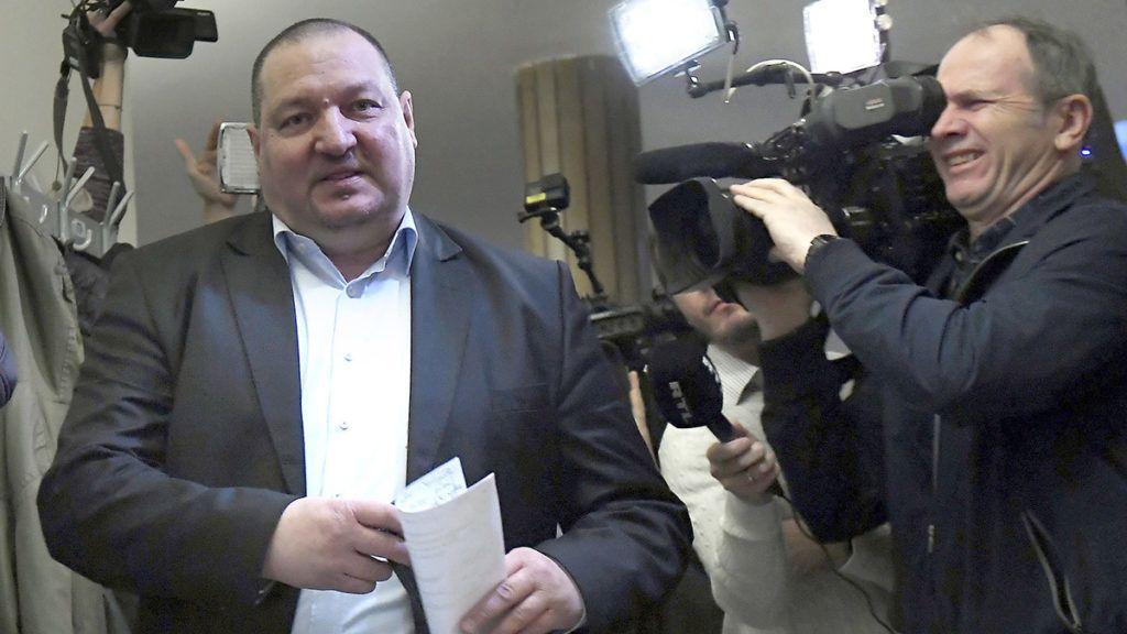 Budapest, 2018. január 25.Németh Szilárd, az Országgyűlés nemzetbiztonsági bizottságának fideszes alelnöke érkezik a bizottság ülésére a Képviselői Irodaházban 2018. január 25-én. A kormánypárti képviselők távoztak az ülésről, ezért az határozatképtelenné vált.MTI Fotó: Kovács Tamás