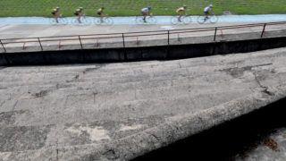 Budapest, 2008. június 23.Kerékpárosok edzenek a Millenárison. A 112 éves zuglói Millenáris kerékpárstadiont, a Velodromot a lebontás veszélye fenyegeti. Az 1896-ban épült pálya jelenlegi formáját Hajós Alfréd tervezte 1928-ban.MTI Fotó: Honéczy Barnabás
