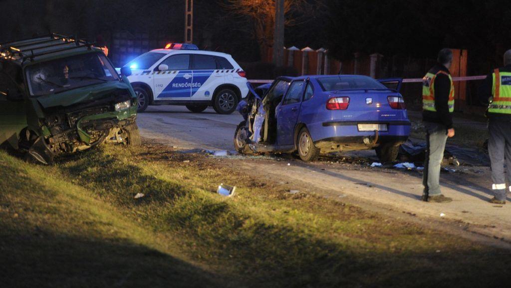 Ercsi, 2018. február 5. Rendõrök helyszínelnek Ercsiben, ahol frontálisan ütközött két autó 2018. február 5-én. A balesetben ketten meghaltak. MTI Fotó: Mihádák Zoltán