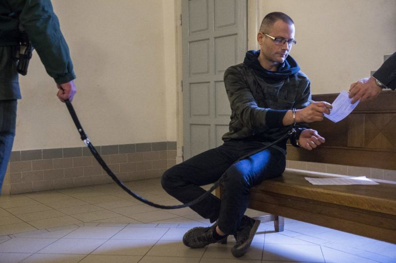 Kecskemét, 2018. február 1. Zuschlag János egykori szocialista országgyûlési képviselõ a Kecskeméti Járásbíróságon, ahol döntenek elõzetes letartóztatásáról 2018. február 1-jén. Illegálisan megszerzett adatok felhasználásával akartak pártok nevében több száz millió forintnyi kampánytámogatáshoz jutni egy bûnszövetség tagjai, a Nemzeti Adó- és Vámhivatal három embert õrizetbe vett, az ügyészség két férfi elõzetes letartóztatását indítványozta. MTI Fotó: Ujvári Sándor