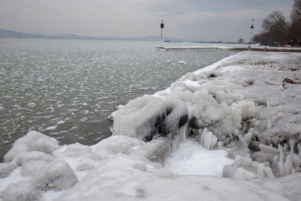 Fonyód, 2018. február 26.Jégpáncél borítja be a fonyódi Balaton-partot 2018. február 26-án.MTI Fotó: Varga György