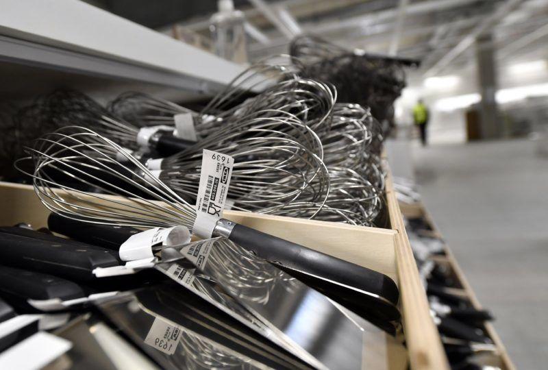 Budapest, 2017. február 15. Konyhai eszközök az IKEA épülõ soroksári áruházában 2017. február 15-én. A régió legnagyobb IKEA áruháza májusban nyitja meg kapuit, 300 alkalmazottat vesznek fel. MTI Fotó: Illyés Tibor