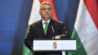 Budapest, 2018. január 4. Orbán Viktor miniszterelnök a Parlamentben, ahol Leo Varadkar ír kormányfõvel újságíróknak nyilatkozott 2018. január 4-én. MTI Fotó: Illyés Tibor