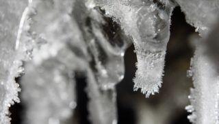 Pásztó, 2017. január 10. Jégkristályok a teljesen befagyott Felsõ-vízesés jégcsapjain a Pásztóhoz tartozó Mátrakeresztes közelében 2017. január 10-én. MTI Fotó: Komka Péter
