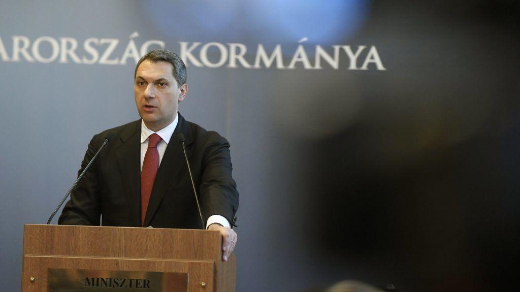 Budapest, 2018. február 1. Lázár János, a Miniszterelnökséget vezetõ miniszter szokásos heti sajtótájékoztatóját tartja az Országházban 2018. február 1-jén. MTI Fotó: Koszticsák Szilárd