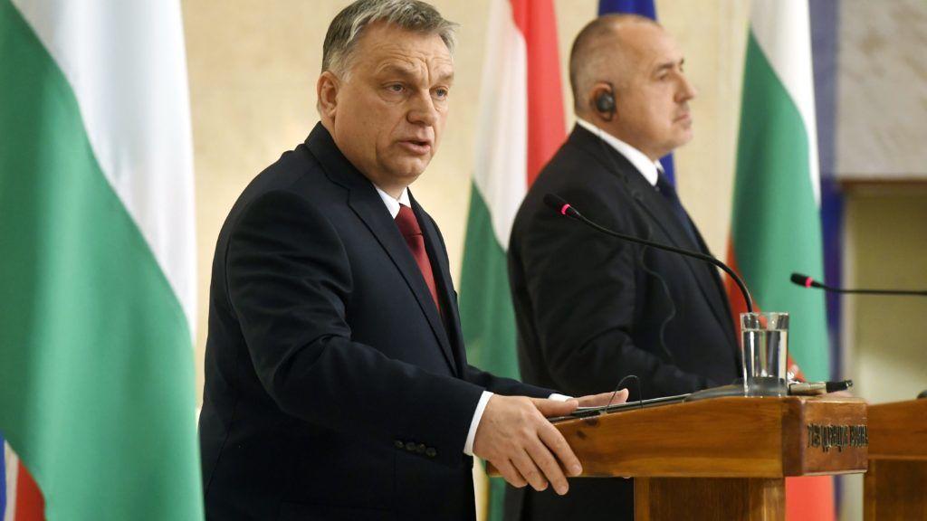 Szófia, 2018. február 19. Orbán Viktor kormányfõ (b) és Bojko Boriszov, az Európai Unió soros elnökségét ellátó Bulgária miniszterelnöke sajtónyilatkozatot tesz megbeszélésük után a kormányzati rezidencián Szófiában 2018. február 19-én. MTI Fotó: Koszticsák Szilárd