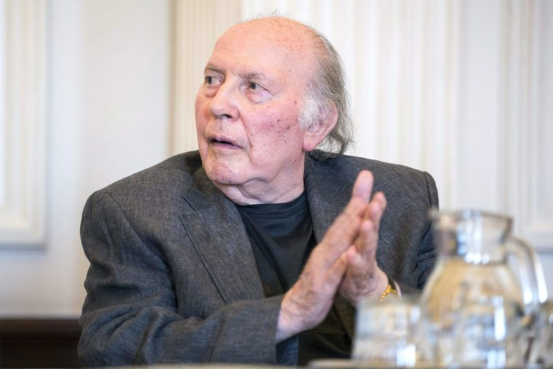 Budapest, 2015. június 12.Kertész Imre Nobel-díjas író, mielőtt átvette a marosvásárhelyi Petru Maior Egyetem díszdoktori címét a Magyar Tudományos Akadémia székházában 2015. június 12-én.MTI Fotó: Marjai János