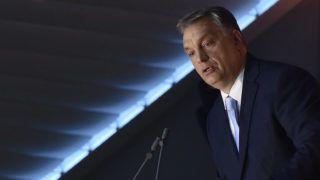 Budapest, 2017. június 27.Orbán Viktor miniszterelnök beszédet mond a Fidesz-frakciónak a nemzeti konzultációt kísérő, Álljunk ki Magyarországért! országjáró rendezvénysorozatának záróeseményén a Bálna Budapest Rendezvényközpontban 2017. június 27-én.MTI Fotó: Máthé Zoltán
