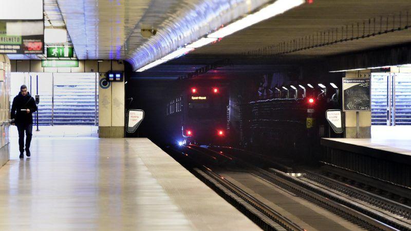 Budapest, 2017. november 3. Az Újpest-Városkapu állomás a 3-as metró felújítása elõtti utolsó napon, 2017. november 3-án. Az Újpest-Központ és a Lehel tér közötti szakasz felújítása várhatóan egy évig tart. MTI Fotó: Máthé Zoltán