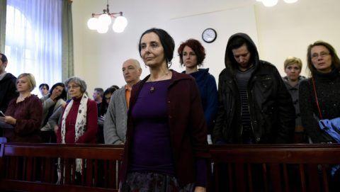 Budapest, 2017. április 20. Geréb Ágnes az ítéletet hallgatja az ellene gondatlanságból elkövetett emberölés vétsége miatt folyó büntetõperen a Fõvárosi Törvényszéken 2017. április 20-án. Enyhítette a bíróság a szülész-nõgyógyász korábbi büntetését. A kétéves fogházbüntetést öt évre felfüggesztették, a foglalkozástól eltiltás idejét pedig tízrõl nyolc évre csökkentették. MTI Fotó: Bruzák Noémi