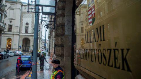 Több százezer forint kárt okozott a Közös Ország Mozgalom az ÁSZ székházában
