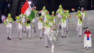 Phjongcshang, 2018. február 9.A magyar csapat bevonul a phjongcshangi téli olimpia megnyitóján az olimpiai stadionban 2018. február 9-én. A nemzeti zászlót Nagy Konrád gyorskorcsolyázó, egyetemi világbajnok viszi.MTI Fotó: Czeglédi Zsolt