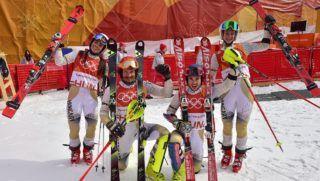 Phjongcshang, 2018. február 24. Maróty Mariann, Samsal Dalibor, Kékesi Márton és Hozmann Szonja (b-j) az alpesi sízõk csapatversenye után a phjongcshangi téli olimpián az Alpensia Sport Parkban 2018. február 24-én. A magyar válogatott a svájciaktól 4-0-ra kikapott, így nem jutott tovább a negyeddöntõbe. MTI Fotó: Czeglédi Zsolt