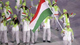Phjongcshang, 2018. február 9. Nagy Konrád viszi Magyarország zászlaját bevonuláskor a phjongcshangi téli olimpia megnyitóján az olimpiai stadionban 2018. február 9-én. (MTI/APpool/Sean Haffey)