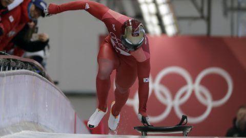 Phjongcshang, 2018. február 16. A késõbbi aranyérmes dél-koreai Jun Szung Bin rajtol a phjongcshangi téli olimpia férfi szekeltonversenyében az Alpensia Csúszóközpontban 2018. február 16-án. (MTI/AP/Wong Maye-E)