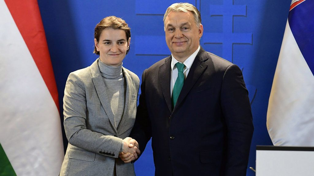 Budapest, 2018. február 9.Ana Brnabic szerb és Orbán Viktor magyar miniszterelnök kezet fog, miután sajtónyilatkozatot tettek a magyar-szerb kormányülést követően a Parlamentben 2018. február 9-én.MTI Fotó: Szigetváry Zsolt