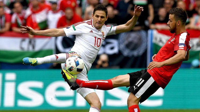 Bordeaux, 2016. június 14.Gera Zoltán (b) és az osztrák Martin Harnik a 2016-os franciaországi labdarúgó Európa-bajnokság F csoportja első fordulójában játszott Magyarország-Ausztria mérkőzésen Bordeaux-ban 2016. június 14-én. (MTI/EPA/Vaszil Donyev)