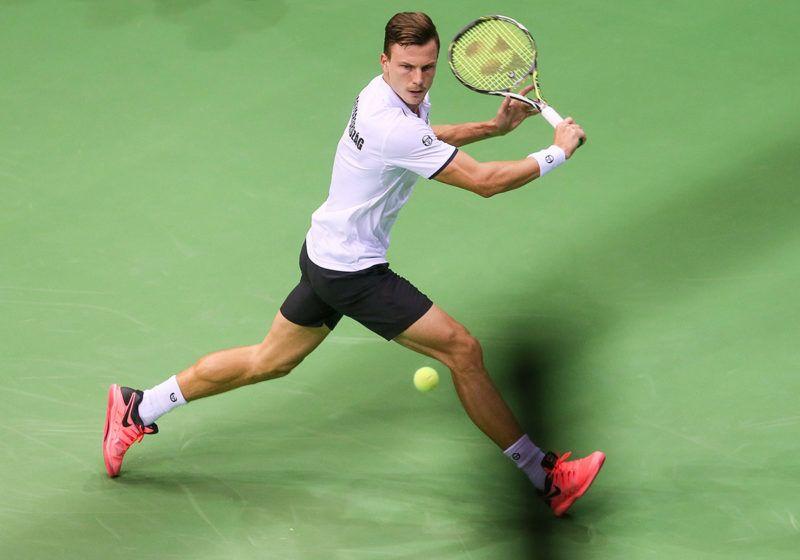 Liege, 2018. február 2.Fucsovics Márton a belga Ruben Bemelmans ellen játszik a tenisz Davis-kupa világcsoportja nyolcaddöntőjének Belgium – Magyarország összecsapásán Liege-ben 2018. február 2-án. (MTI/EPA/Stephanie Lecocq)