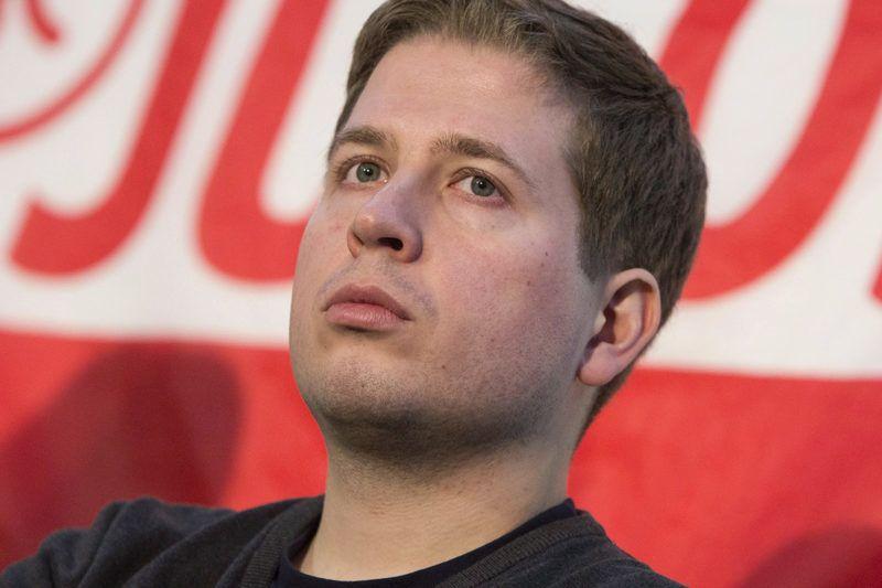 Lipcse, 2018. február 9.Kevin Kühnert, a Német Szociáldemokrata Párt (SPD) ifjúsági szervezetének, a Jusosnak az elnöke egy pártrendezvényen a németországi Lipcsében 2018. február 9-én. Kühnert ellenzi az SPD és az uniópártok, a Kereszténydemokrata, illetve a Keresztényszociális Unió koalícióját, és arra bíztatja pártjának tagjait, ne fogadják el a közös kormányzásról kötött megállapodást. Az SPD több mint 460 ezer fős tagsága február 20. és március 2. között szavaz a kérdésről. (MTI/EPA/Omer Messinger)