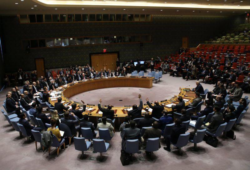 New York, 2018. február 24. A szíriai tûzszünetet követelõ határozatról szavaznak az ENSZ Biztonsági Tanácsában, New Yorkban 2018. február 24-én. A BT egyhangúlag fogadott el határozatot, amelyben 30 napos tûzszünet haladéktalan kihirdetését követeli Szíriában, hogy a segélyszállítmányok eljuthassanak az ostromlott Kelet-Gútába. (MTI/EPA/Peter Foley)