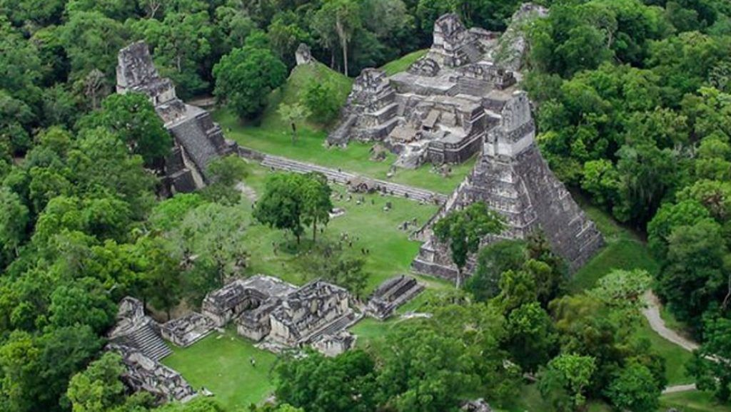 71104142. Guatemala, 4 Nov. 2017 (Notimex-Especial).- El Instituto Guatemalteco de Turismo colabora en la preservación de sitios arqueológicos mayas, en especial en el Parque Nacional Yaxhá-Nakum-Naranjo, ubicado en Petén, departamento fronterizo con México, uno de los principales atractivos turísticos de este país. NOTIMEX/FOTO/ESPECIAL/COR/LIF/TURISMO15
