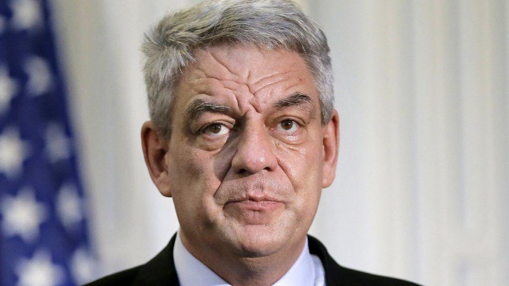 Bukarest, 2018. január 15. 2018. január 12-én a bukaresti védelmi minisztériumban készített kép Mihai Tudose román miniszterelnökrõl. Tudose 2018. január 15-én benyújtotta lemondását, miután pártja, a 2016 decemberi parlamenti választásokon gyõztes Szociáldemokrata Párt (PSD) végrehajtó bizottsága az esti ülésén megvonta tõle politikai támogatását. (MTI/EPA/Robert Ghement)