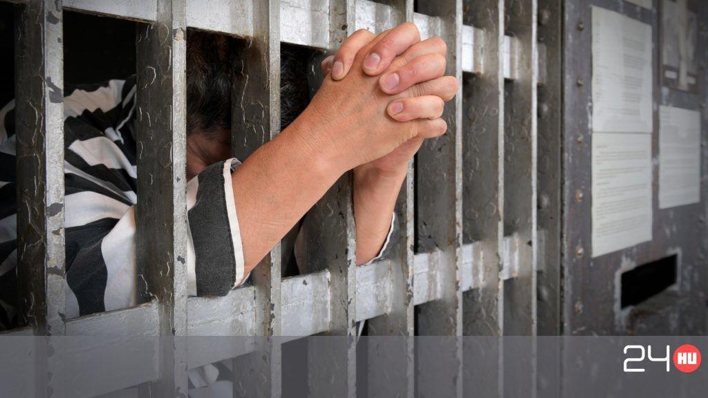 26 napja tartja vissza széklet egy brit rab, a rendőrök meg alig várják, mi jön ki belőle