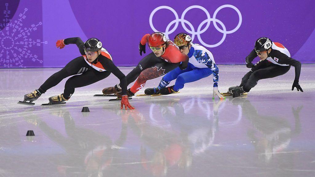 Phjongcshang, 2018. február 10. Liu Shaolin Sándor, a kanadai Samuel Girard, az orosz Szemen Jelisztratov és a japán Jokojama Hiroki (b-j) a phjongcshangi téli olimpia rövidpályás gyorskorcsolya versenyének férfi 1500 méteres selejtezõjében a Kangnung Jégcsarnokban 2018. február 10-én. MTI Fotó: Czeglédi Zsolt
