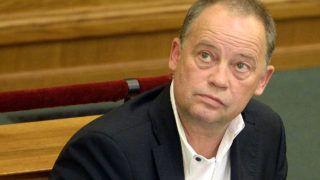 Budapest, 2016. május 2.Szanyi Tibor MSZP-s európai parlamenti képviselő a 2007-2013 közötti időszakban Magyarországnak járó uniós források felhasználásáról szóló vitában az Országgyűlés plenáris ülésén 2016. május 2-án.MTI Fotó: Kovács Tamás
