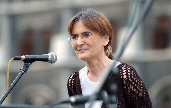 Torkos Matild a 2006-os utcai tüntetések egyikén