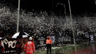 Paok's supporters throw toilet rolls and other projectiles prior to the Greek Superleague match Olympiakos versus Paok on February 25, 2018 at the Toumba Stadium in Thessaloniki.  The Greek Superleague match Olympiakos versus Paok on February 25 was postponed after Olympiakos' Spanish coach Oscar Garcia was hit in the face by a roll of toilet paper.    / AFP PHOTO / SAKIS MITROLIDIS
