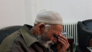 Mohammad Akram, a Pakistani national who has been living in Syria since 1974, sits during an interview with AFP at the Pakistani embassy in Damascus on March 1, 2018. / AFP PHOTO / STR