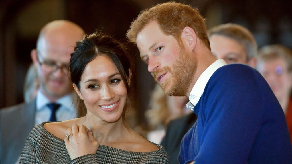 Britain's Prince Harry and his fiancée US actress Meghan Markle watch a dance performance by Jukebox Collective during a visit at Cardiff Castle in Cardiff, south Wales on January 18, 2018, for a day showcasing the rich culture and heritage of Wales. / AFP PHOTO / POOL / Ben Birchall