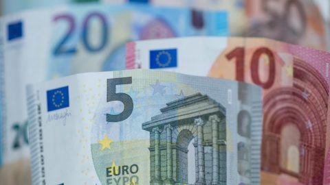 ILLUSTRATION - Euro bank notes, photographed in Nuremberg, Germany, 27 April 2017. Photo: Daniel Karmann/dpa