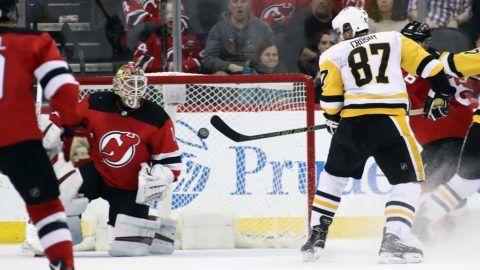 Crosby a levegőben ütött gólt – videó