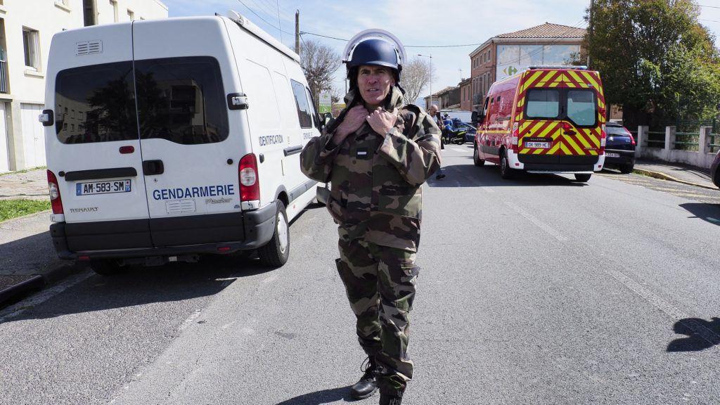 In Trebes, a hostage taking is in progress A trebes une prise d'otage est en cours. des policiers quadrillent le secteur.